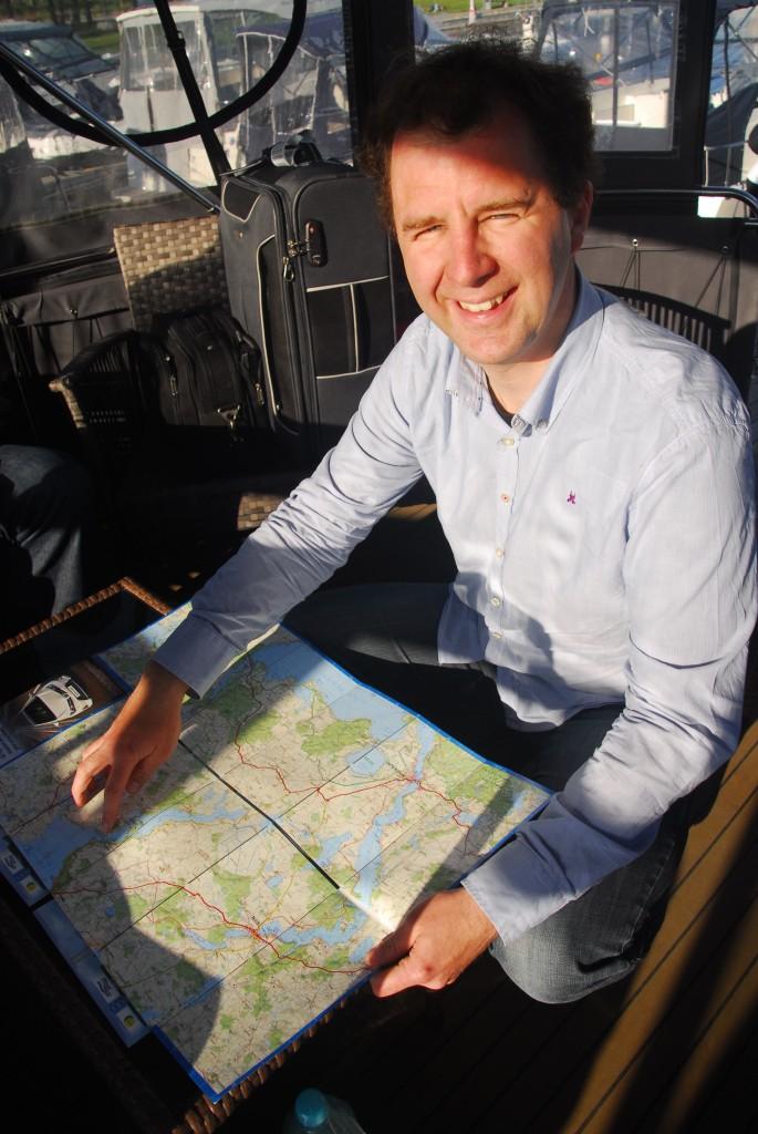 Kapitän Stefan mit Seen-Landkarte